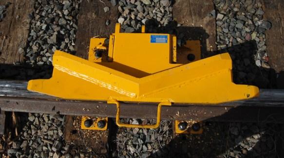 Perintang Kupu-Kupu Pada Jalur Rel Kereta Api